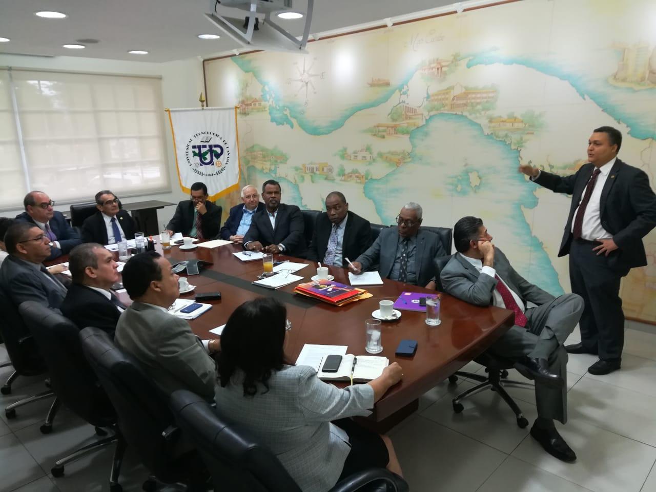 Reunión con la Junta de Directores de la UTP en conjunto con SENACYT